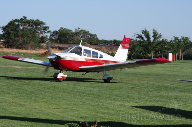 Piper Cherokee (N8521N)