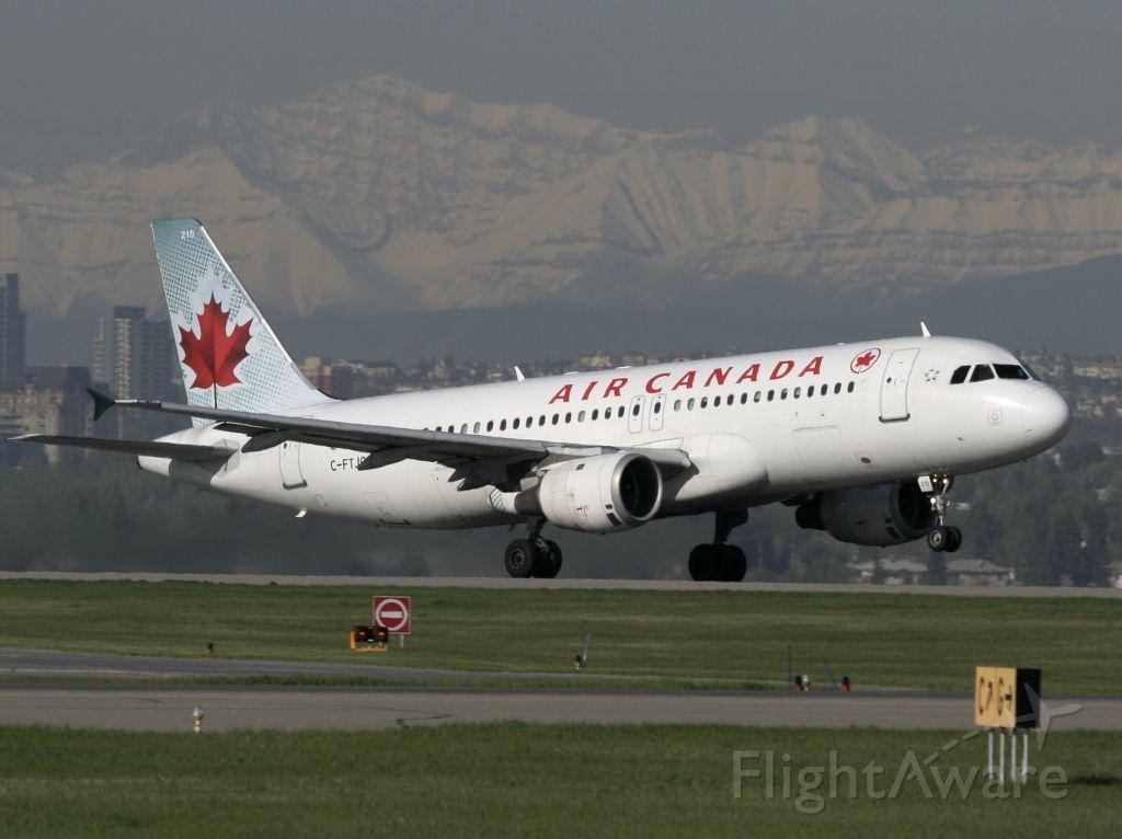 Airbus A320 (C-FTJQ)