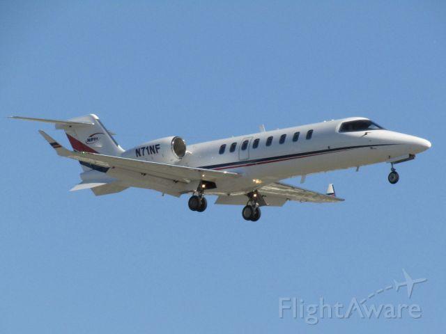 Bombardier Learjet 75 (N71NF) - Landing RWY 20R