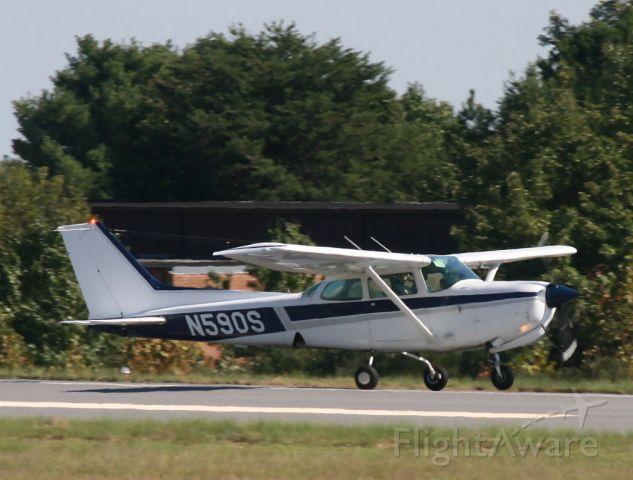 Cessna Skyhawk (N590S)