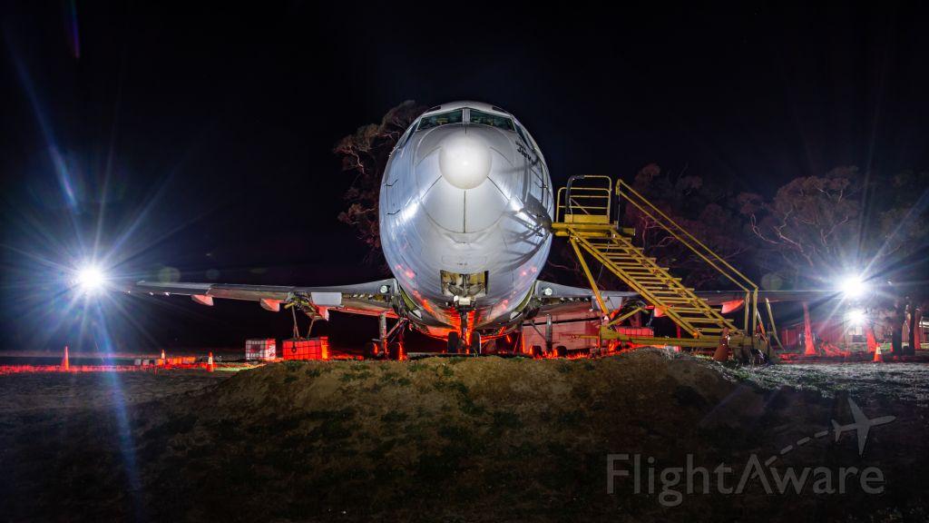 Boeing 737-200 (N737HL) - The floodlights on the wings makes it look like landing lights.