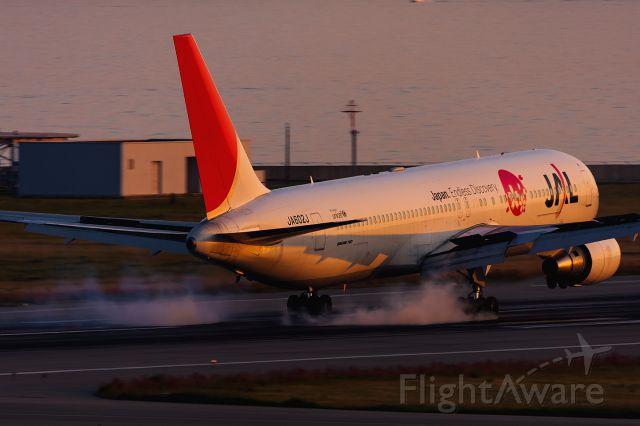 BOEING 767-300 (JA602J)