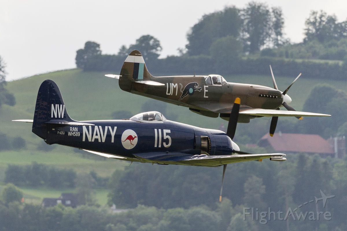 North American Fury (F-AZXJ) - Hawker Fury FB10 (F-AZXJ) and Supermarine 389 Spitfire PR19 MkXIX (F-AZJS)
