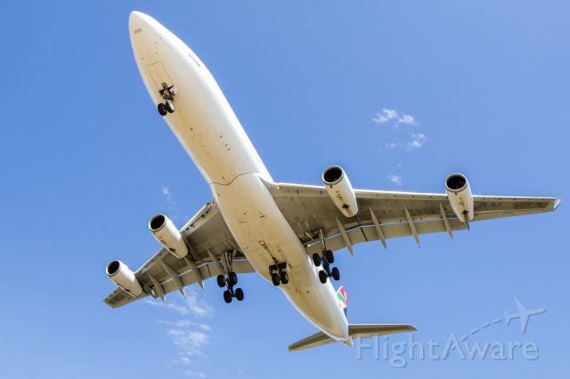 Airbus A340-200 (ZS-SLF)