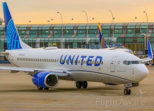 Boeing 737-900 —