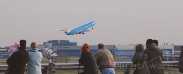 Boeing MD-11 (PH-KCH) - Schiphol viewing terrace.