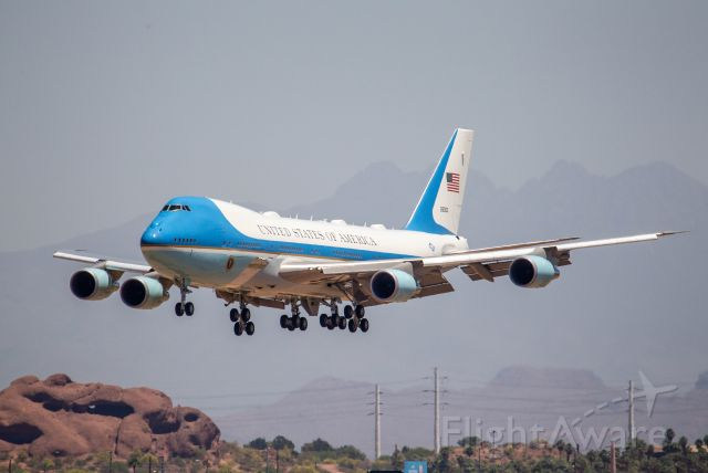 82-8000 — - POTUS arrival in PHX on May 5, 2020.
