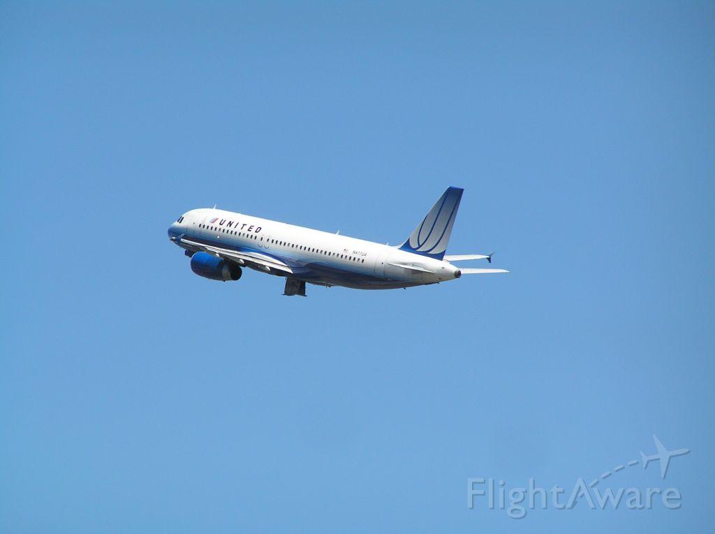 Airbus A320 (N477UA)