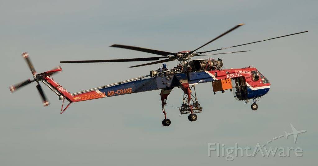 Sikorsky CH-54 Tarhe (N237AC) - I was out again at the airport and, while I was cleaning my plane this amazing machine came in.