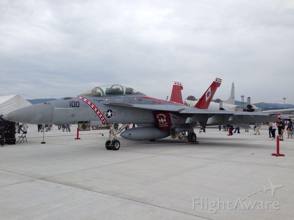 McDonnell Douglas FA-18 Hornet (16-6915)