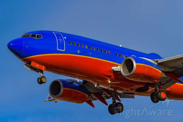 Boeing 737-700 (N963WN) - San Diego gives a spotter the best angles even if you want a belly shot ;)