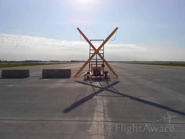 — — - Runway Closure Marker At End Of Runway 28C - 10C At O