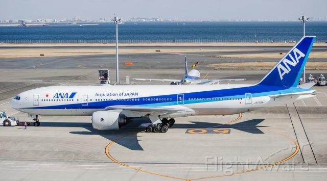 Boeing 777-200 (JA715A)
