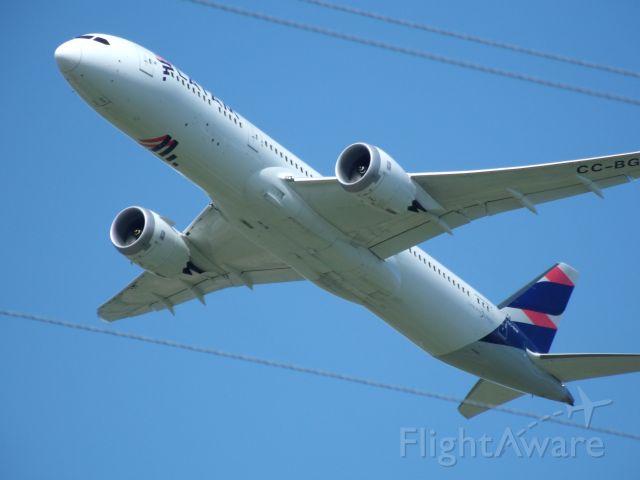 Boeing 787-9 Dreamliner (CC-BGF) - Ignore the power lines