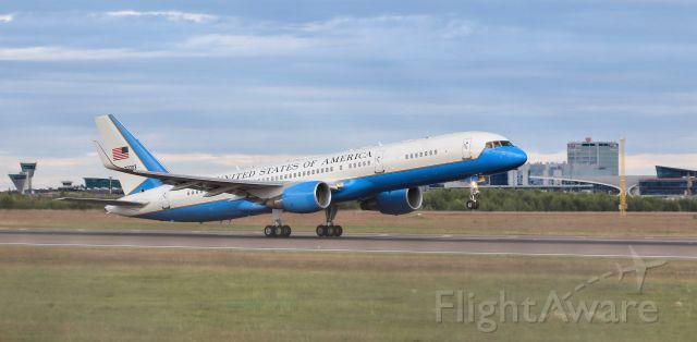 Boeing 757-200 (N90003)
