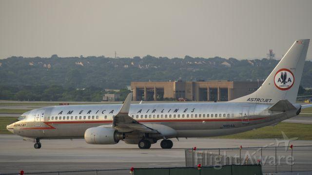 Boeing 737-800 (N951AA) - Taxiing to depart 13R<br />5/11/17