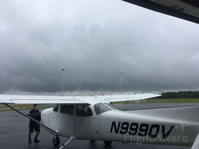 Cessna Skyhawk (N9990V)