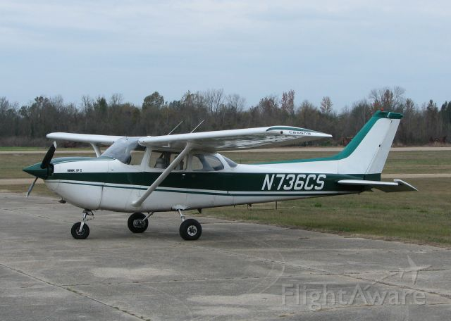 Cessna Skyhawk (N736CS) - At the Vicksburg Mississippi airport. The only aircraft at the airport.