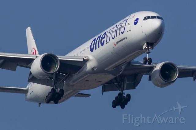 BOEING 777-300 (JA752J)