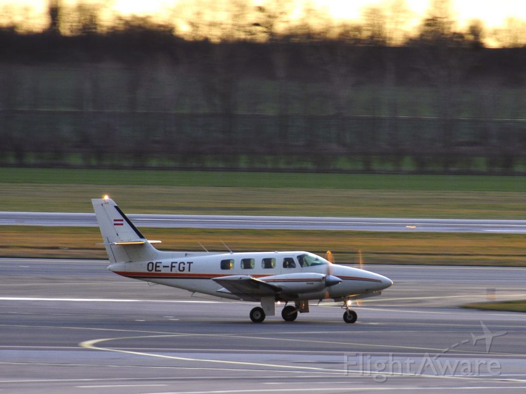 Cessna T303 Crusader (OE-FGT) - Cessna T303 Crusader OE-FGT landing in Vienna