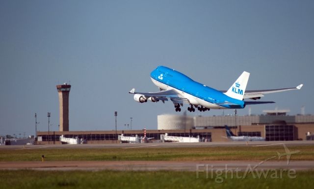 Boeing 747-400 (PH-BFS) - Departing runway 33R bound for EHAM (Amsterdam Schiphol)