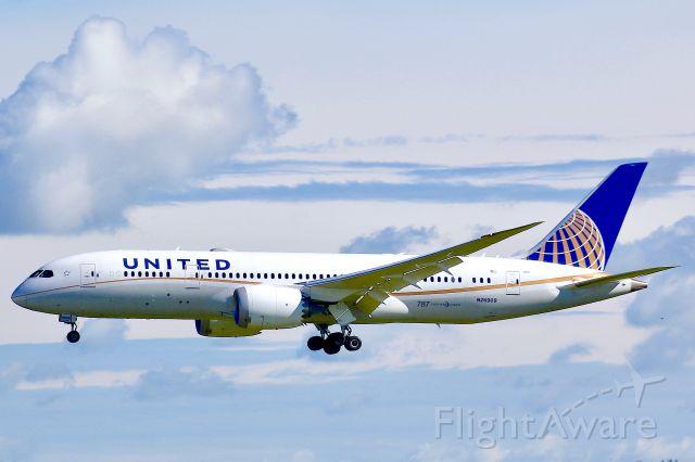 Boeing 787-8 (N26909)