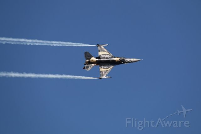 Lockheed F-16 Fighting Falcon — - SOLOTURK  DEMO TEAM F-16