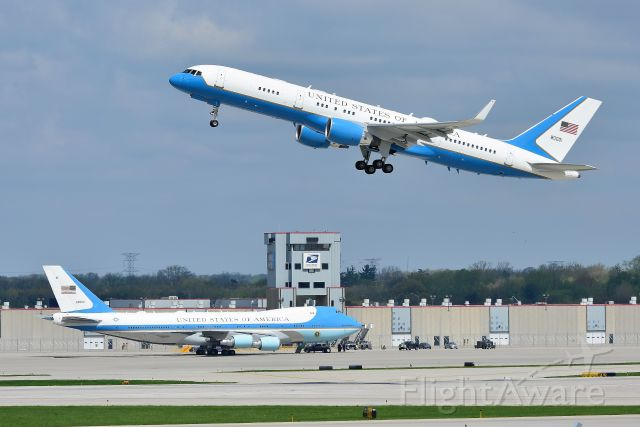 Boeing 757-200 (92-9000) - V.P. Pence departing Indianapolis runway 23-R on Friday, 04-26-19, with President Trumps aircraft 92-9000 waiting for it's VIP to arrive.