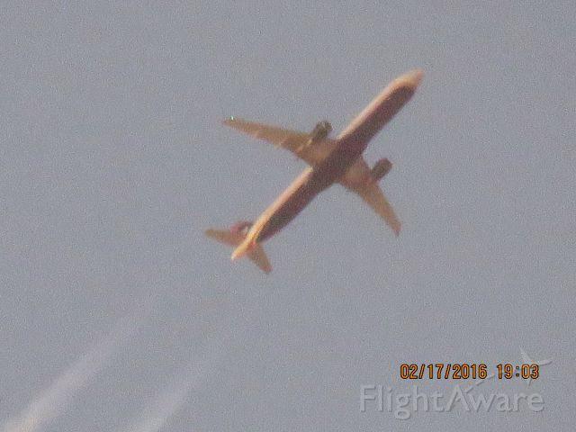 Airbus A321 (N185UW)