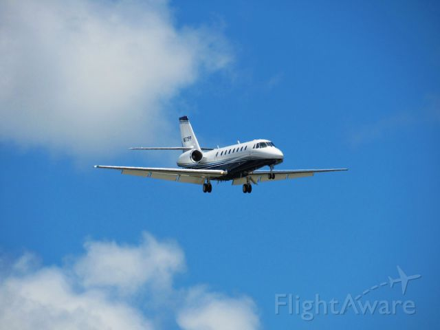 Bombardier Challenger 300 (N672PP) - About to land at KPIE