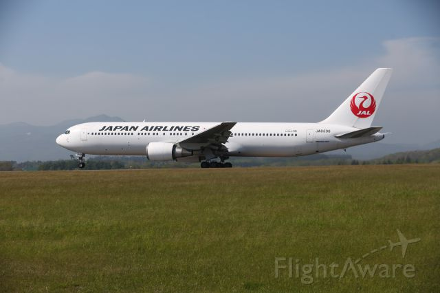BOEING 767-300 (JA8398) - 23 May 2015:HKD-HND.