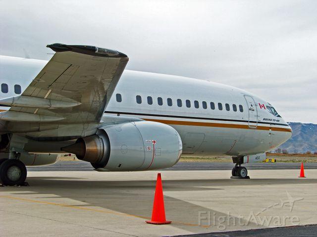 BOEING 737-400 (C-FLEJ)