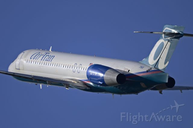 N988AT — - 760 climbing out