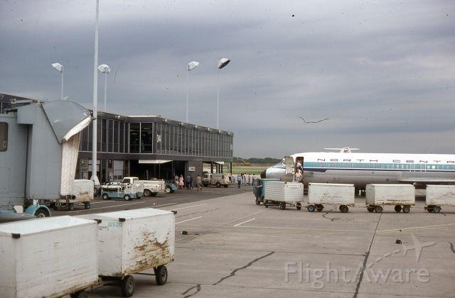 Douglas DC-9-10 — - Nostalgia picture.  Duluth Minnesota airport June 1978.