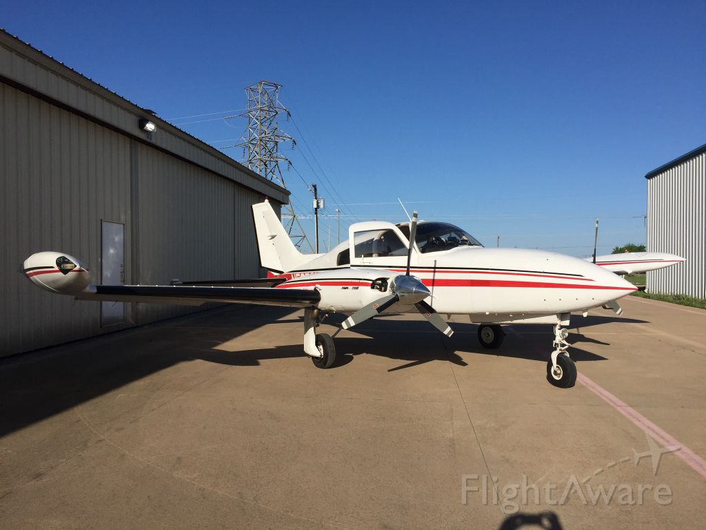 Cessna 310 (N587GF)