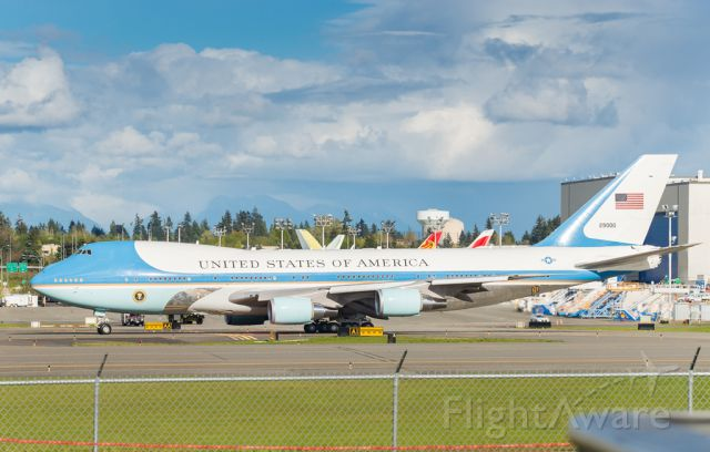 Boeing 747-200 (N29000) - The President leaving Paine Field Airport enroute Japan