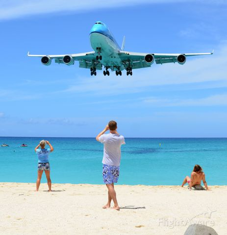 Boeing 747-400 (PH-BFA) - Typical day at the beach with all the blues in attendance.
