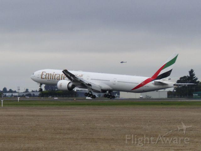 BOEING 777-300ER (A6-ECI)