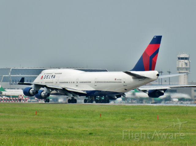 Boeing 747-400 (N673US)