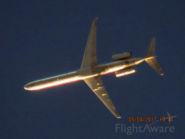 McDonnell Douglas MD-83 (N437AA)