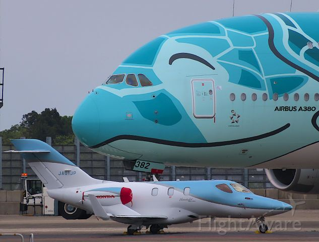 """Honda HondaJet (JA01JP) - I took this picture on May 04, 2020.<br />""""large and small"""""""
