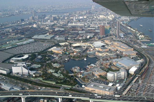 Cessna Skyhawk (JA3951) - Flying over the Universal Studios Theme Park in Osaka, Japan.