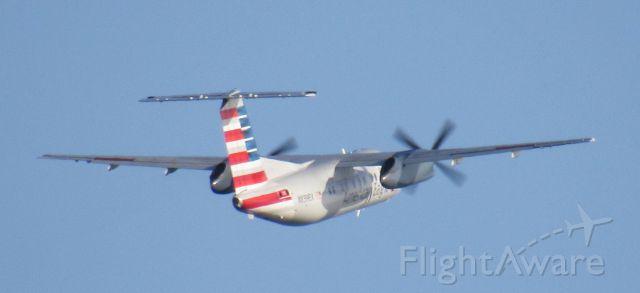 de Havilland Dash 8-100 (N839EX) - Departing HVN for PHL as AA4818.<br />Taken in East Haven, CT - 30 August 2017