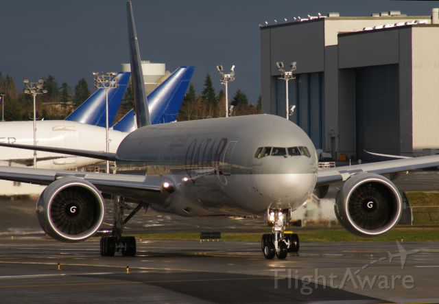 Boeing 777 (A7-BAN) - Qatar Airlines 777 A7-BAN late afternoon - readying for takeoff
