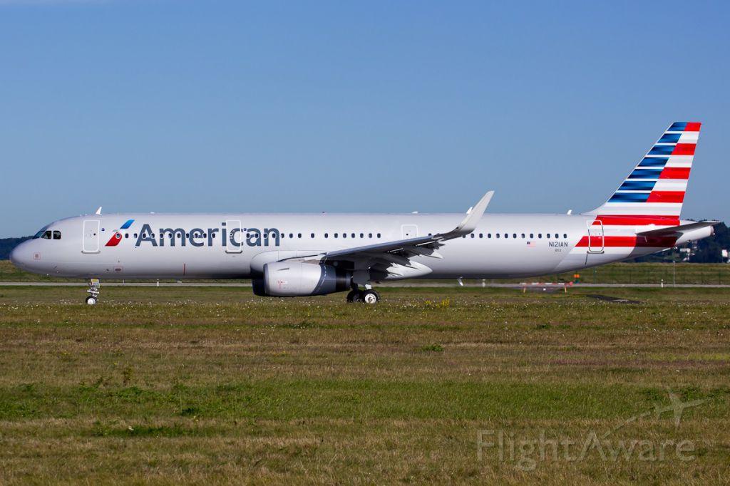 Airbus A321 (N121AN)