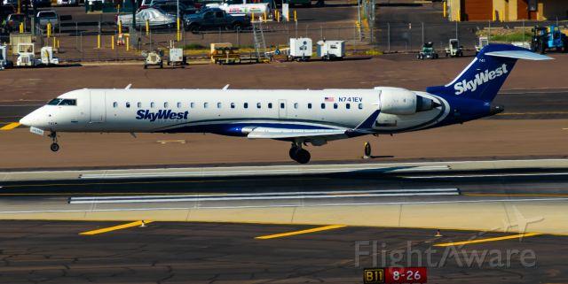 Canadair Regional Jet CRJ-700 (N741EV) - Landing RWY 26