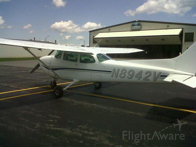 Cessna Skyhawk (N8942V)