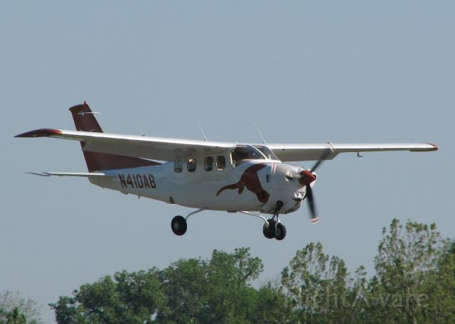 Cessna Centurion (N410AB) - Landing on runway 14 at the Shreveport Downtown airport or L.S.U. Tiger Country. Nice looking aircraft!