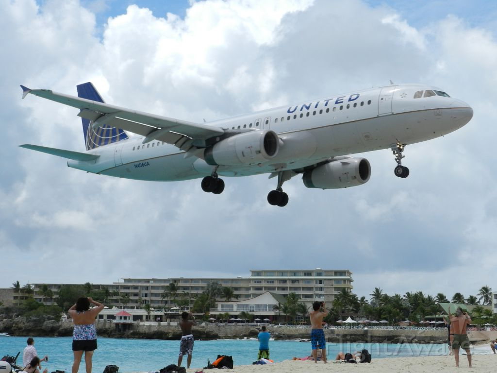 Airbus A320 (N406UA)