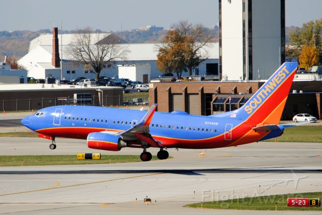 Boeing 737-700 (N749SW) - Landing runway 23 in Des Moines, IA from Chicago Midway. Picture taken on October 15, 2012.